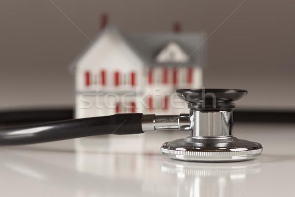 Estetoscópio pequeno modelo casa casa foco Foto stock © feverpitch