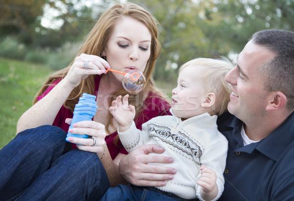 Fiatal szülők buborékfújás gyermek fiú park Stock fotó © feverpitch