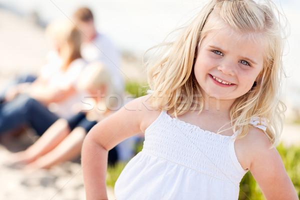 Foto stock: Adorável · pequeno · menina · praia