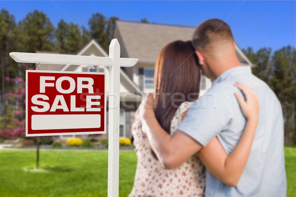 Vente immobilier signe militaire couple regarder Photo stock © feverpitch