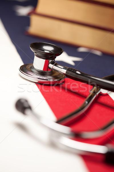 Estetoscopio libros bandera de Estados Unidos atención selectiva médico salud Foto stock © feverpitch