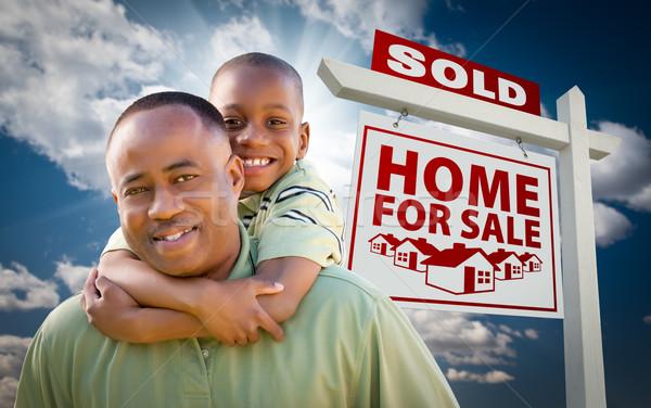 African american figlio di padre venduto home vendita felice Foto d'archivio © feverpitch