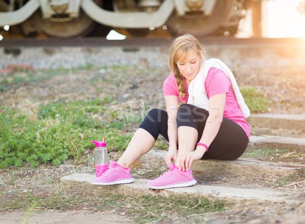 женщину улице полотенце фляга обуви Сток-фото © feverpitch