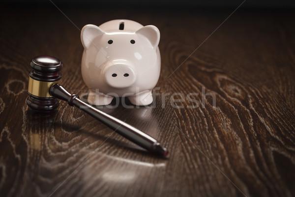 ストックフォト: 小槌 · 貯金 · 表 · 木製のテーブル · お金 · 法