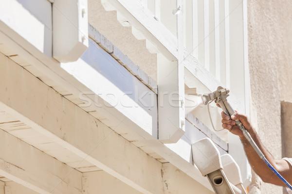 Haus Maler Spray Malerei Deck home Stock foto © feverpitch