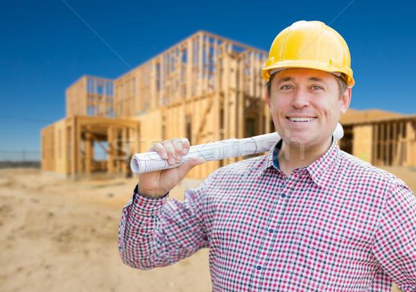Mosolyog beszállító visel munkavédelmi sisak tart tervrajzok Stock fotó © feverpitch