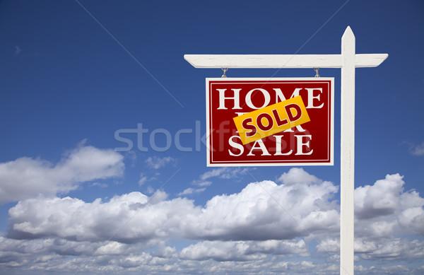 красный проданный домой продажи недвижимости знак Сток-фото © feverpitch
