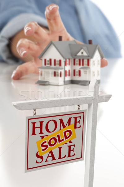 Photo stock: Immobilier · signe · femme · maison