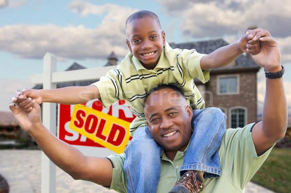 Сток-фото: отцом · сына · недвижимости · знак · домой · счастливым · афроамериканец