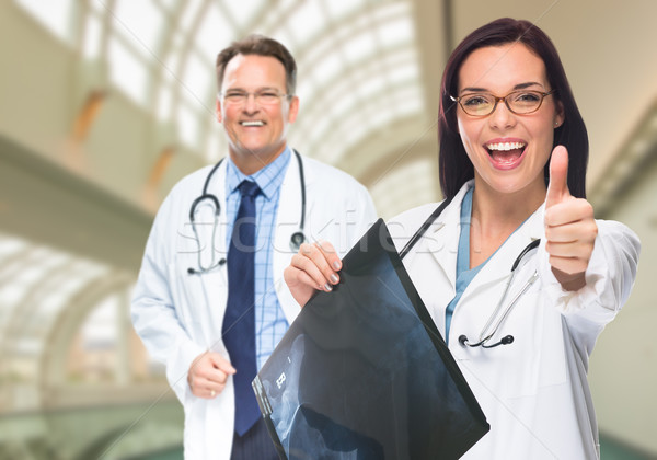 Médicos Xray dentro hospital Foto stock © feverpitch