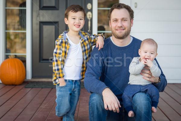 Halfbloed vader veranda jonge huis Stockfoto © feverpitch
