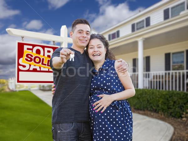 Foto stock: Hispanos · Pareja · claves · casa · signo · feliz