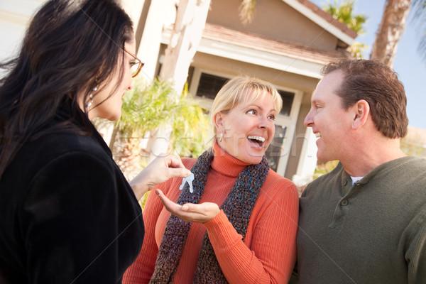 Hispanique Homme agent immobilier touches excité couple Photo stock © feverpitch
