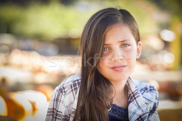 Meisje portret pompoen rustiek natuur Stockfoto © feverpitch