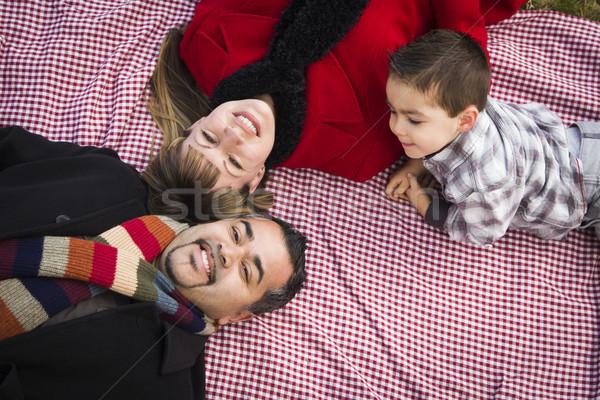 Familie winter kleding leggen park jonge Stockfoto © feverpitch