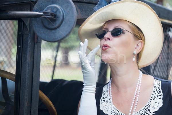 Aantrekkelijke vrouw twintiger make antieke aantrekkelijk jonge vrouw Stockfoto © feverpitch