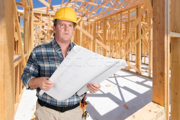Férfi beszállító ház tervek visel védősisak Stock fotó © feverpitch