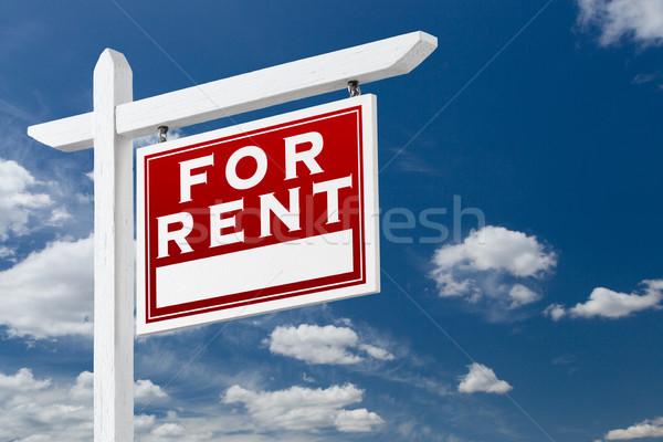 Doğru karşı kira gayrimenkul imzalamak mavi gökyüzü Stok fotoğraf © feverpitch