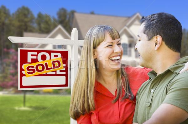 Pár eladva ingatlan felirat ház boldog Stock fotó © feverpitch