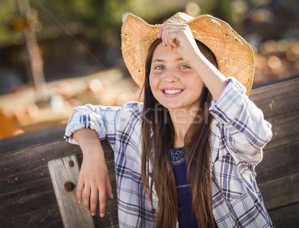 Meisje portret pompoen cowboyhoed Stockfoto © feverpitch