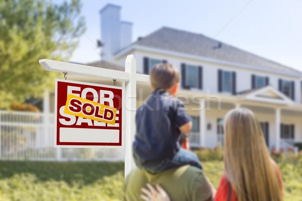 Stockfoto: Familie · uitverkocht · verkoop · onroerend · teken