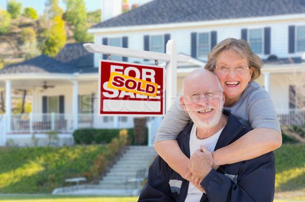 Idős felnőtt pár ingatlan felirat ház Stock fotó © feverpitch