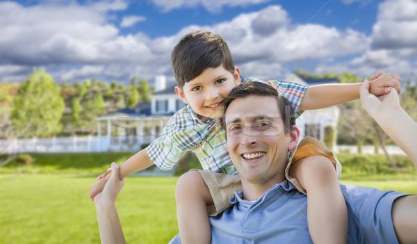 Foto stock: Filho · pai · piggyback · casa · jogar · família