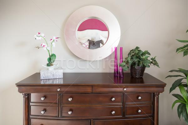 Belle commode miroir mur maison design Photo stock © feverpitch
