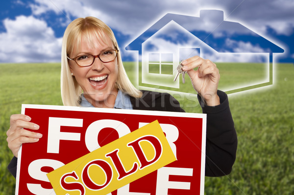 Nő eladva vásár felirat kulcsok ház Stock fotó © feverpitch