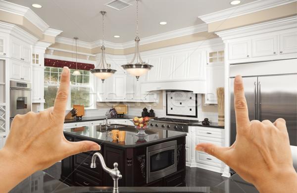 ストックフォト: 手 · 美しい · カスタム · キッチン · 女性 · キッチンのインテリア