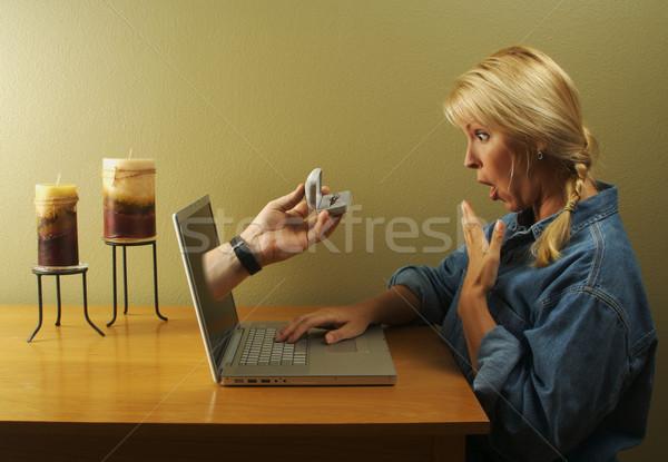 Foto stock: Glória · internet · namoro · mulher · atraente · surpreendido · on-line
