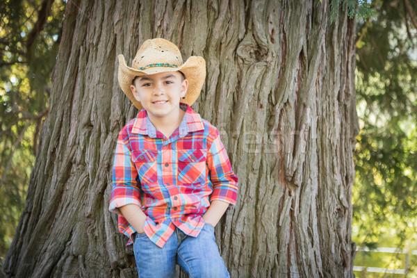 Chapéu de cowboy em pé ao ar livre Foto stock © feverpitch
