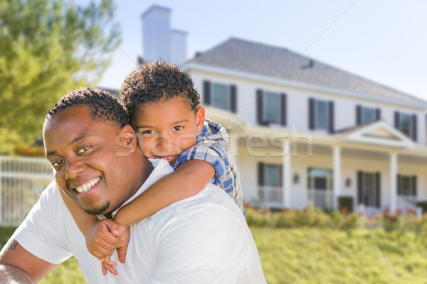 Afro-amerikaanse vader halfbloed zoon huis achter Stockfoto © feverpitch