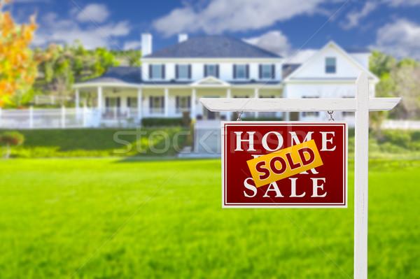 Foto stock: Vendido · casa · venda · assinar · imóveis