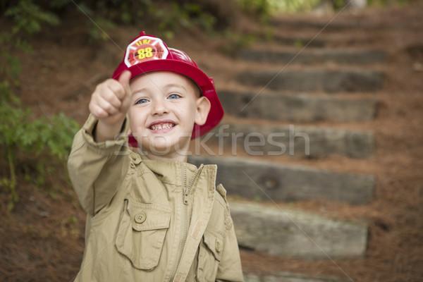 Stockfoto: Aanbiddelijk · kind · jongen · brandweerman · hoed · spelen