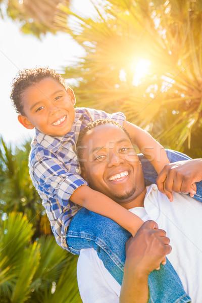 Stockfoto: Halfbloed · zoon · afro-amerikaanse · vader · spelen · op · de · rug