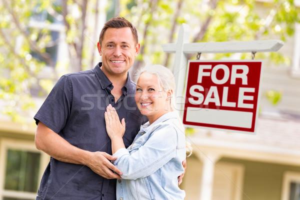 Caucasiano casal venda imóveis assinar casa Foto stock © feverpitch