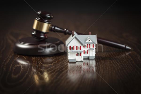 Gabela pequeno modelo casa tabela mesa de madeira Foto stock © feverpitch