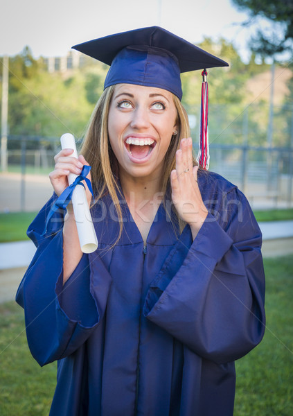 Expressivo mulher jovem diploma boné vestido Foto stock © feverpitch