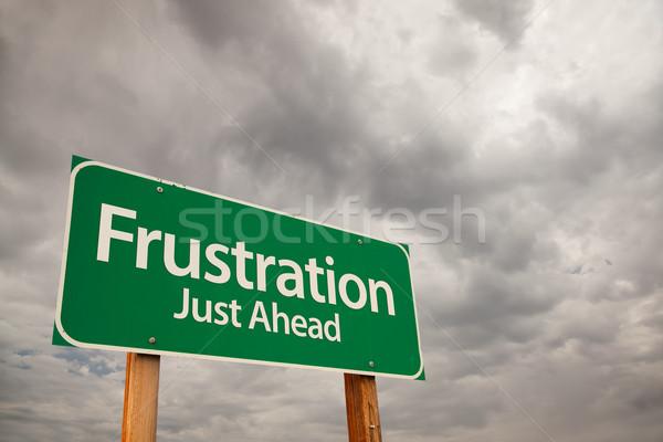 Stockfoto: Frustratie · groene · verkeersbord · onweerswolken · vooruit · dramatisch