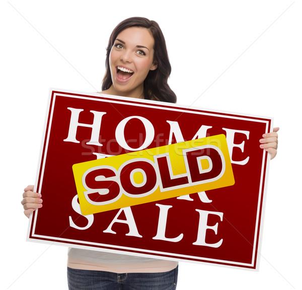 Halfbloed vrouwelijke uitverkocht home verkoop teken Stockfoto © feverpitch