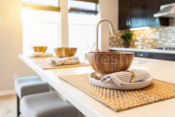Holz Schüssel Stelle Einstellungen Küche Insel Stock foto © feverpitch
