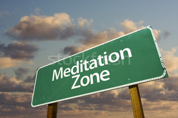 Zdjęcia stock: Medytacji · zielone · znak · drogowy · chmury · dramatyczny · niebo