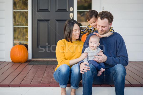 Jovem chinês caucasiano retrato de família Foto stock © feverpitch
