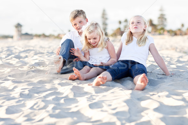 Adorable soeurs frère plage amusement Photo stock © feverpitch