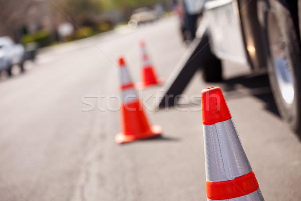 Oranje risico utility vrachtwagen straat verscheidene Stockfoto © feverpitch