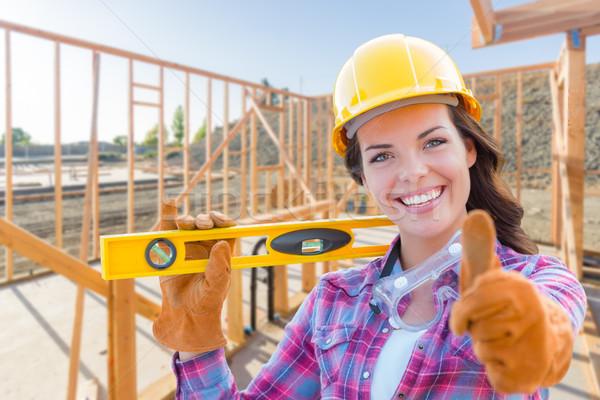 Vrouwelijke bouwvakker niveau Stockfoto © feverpitch
