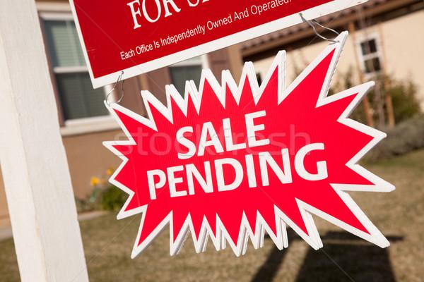 Verkauf anhängig Immobilien Burst Zeichen rot Stock foto © feverpitch