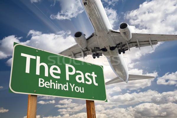 Pasado verde senalización de la carretera avión dramático Foto stock © feverpitch