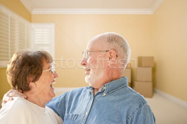 Feliz pareja de ancianos habitación piso mujer Foto stock © feverpitch